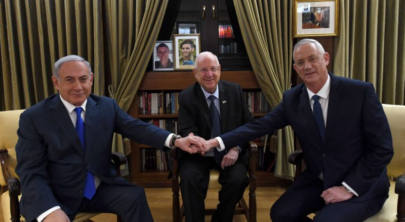 نتنياهو وغانتس ينهيان جلسة مع رفيلين، دون الإتفاق
