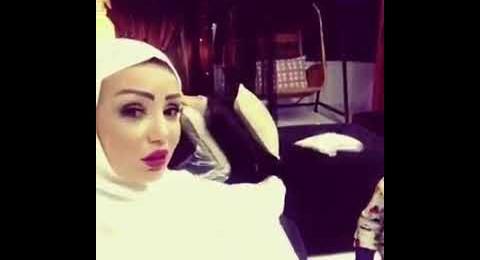 فنانة سورية تضع الحجاب في المنزل فقط بطلب من أحد أفراد عائلتها… ما القصة؟