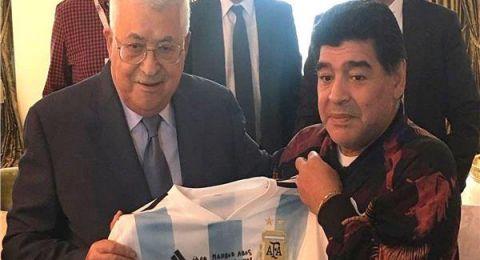محمود عباس ناعيًا «مارادونا»: كان صديقًا محبًا لفلسطين