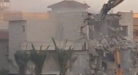 منزل أشبه بالقصر .. قوات الهدم تقتحم كفر قاسم وتهدم منزلًا