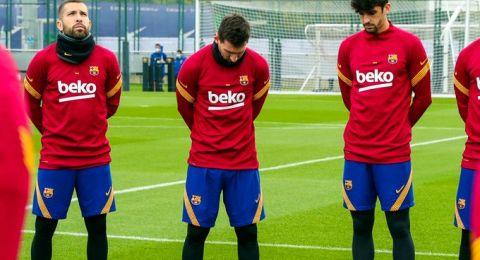 ميسي يبكي خلال تدريبات برشلونة متأثرا بوفاة مارادونا