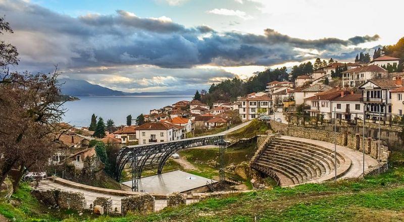 التاريخ والطبيعة الخلابة في محطات مقدونيا السياحية