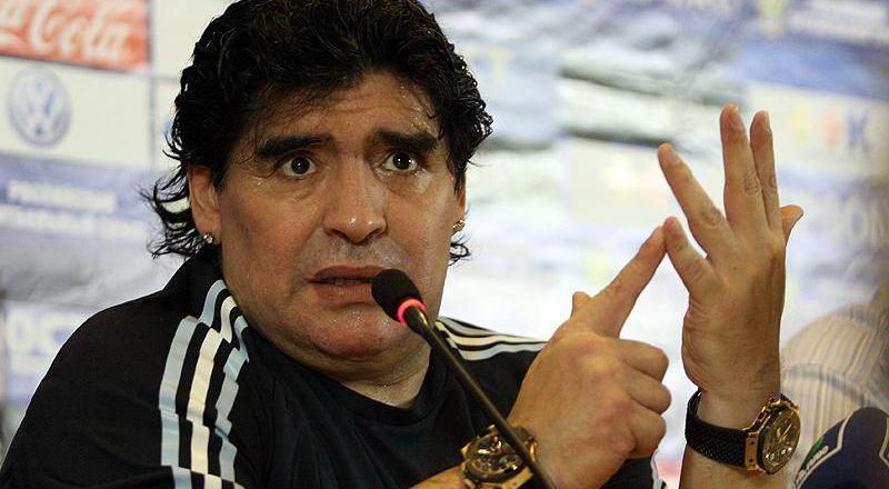 وفاة أسطورة كرة القدم الأرجنتيني دييغو مارادونا Bb0Maradona_2010