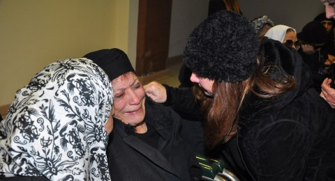 ابرز ما شاهدناه في جنازة جمال اسماعيل: هستيرية عايدة ونظارات فيفي