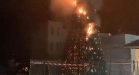 الجديدة المكر: إحراق شجرتي الميلاد من قبل مجهولين .. وموجة استنكارات
