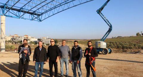 استمرار النهضة العمرانية في الجلبوع، تركيب سقف لملعب الطيبة الجديد وانتهاء الأعمال قريبًا