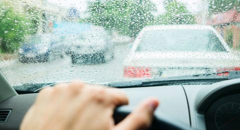 تعليمات مهمة للسائقين بسبب الأجواء العاصفة