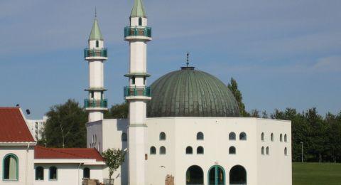 السويد.. رسالة تهدد بتفجير مسجد وقتل المصلين فيه