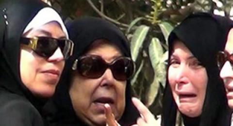 انهيار ميرفت أمين في جنازة والدتها
