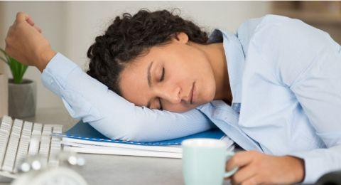 هل تنامون بشكل فجائي خلال النهار.. اذاً أنتم تعانون من هذه الحالة