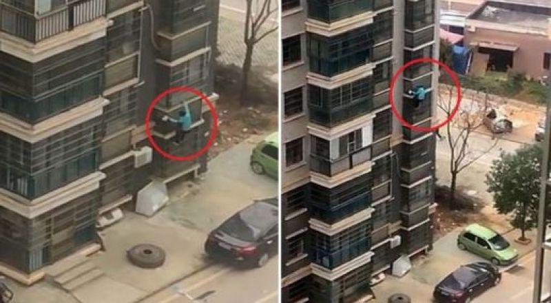 صينية مُسنة تنزل 8 طوابق على واجهة مبنى شاهق.. والسبب كورونا