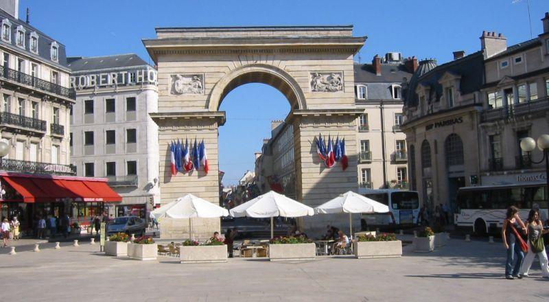 فرنسا.. انخفاض كبير في عدد السياح بسبب