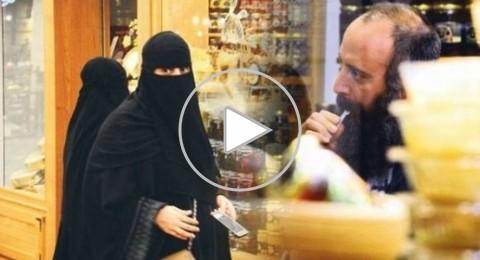 معجبون عرب يتهافتون حول السلطان سليمان خلال تناوله العسل