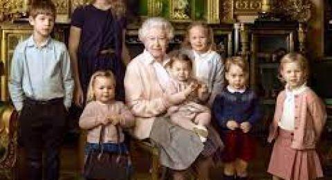 خبيرة ملكية تكشف عن حفيد الملكة إليزابيث المفضل لها