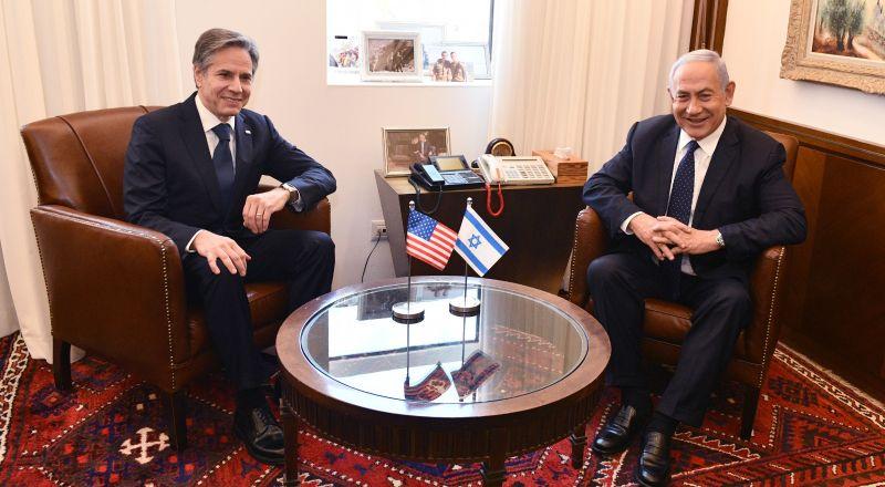 وزير الخارجية الأمريكي يصل البلاد، يلتقي نتنياهو وبعد ذلك أبو مازن