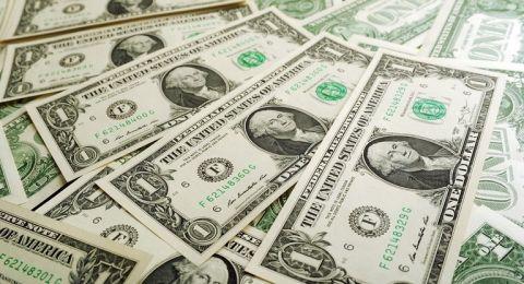 ترامب قد يخفض قيمة الدولار الأمريكي
