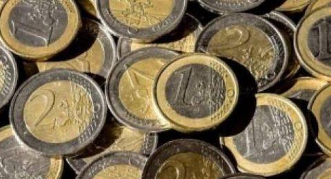 اليورو يتجه صوب أكبر ارتفاع شهري في 17 شهرا