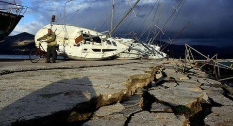 زلزال بقوة 7.5 في إندونيسيا واخر بقوة 3.7 في ايطاليا