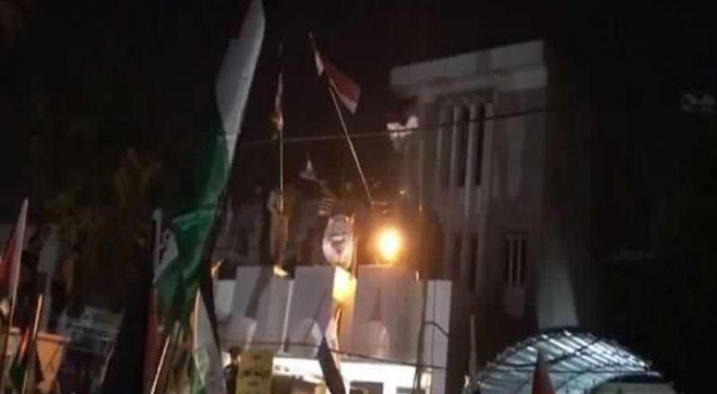 بسبب ورشة البحرين: متظاهرون يقتحمون السفارة البحرينية في بغداد