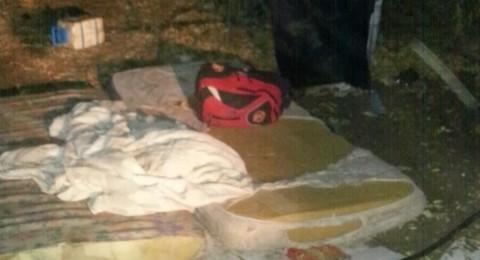 اسرائيل تلاحق العمال الفلسطينيين حتى في مبيتهم تحت الاشجار