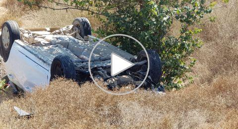 اصابة متوسطة لسائقة سيارة بعد انقلابها بالقرب من مفترق الخلادية