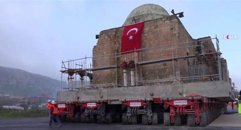 تركيا تنقل مسجداً أثرياً من منطقة لأخرى!
