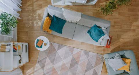 مفروشات واكسسوارات في غرفة المعيشة يجب التخلّص منها