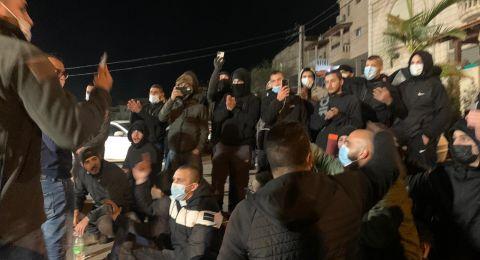 ام الفحم: العشرات يتظاهرون امام مركز الشرطة لإطلاق سراح المعتقلين
