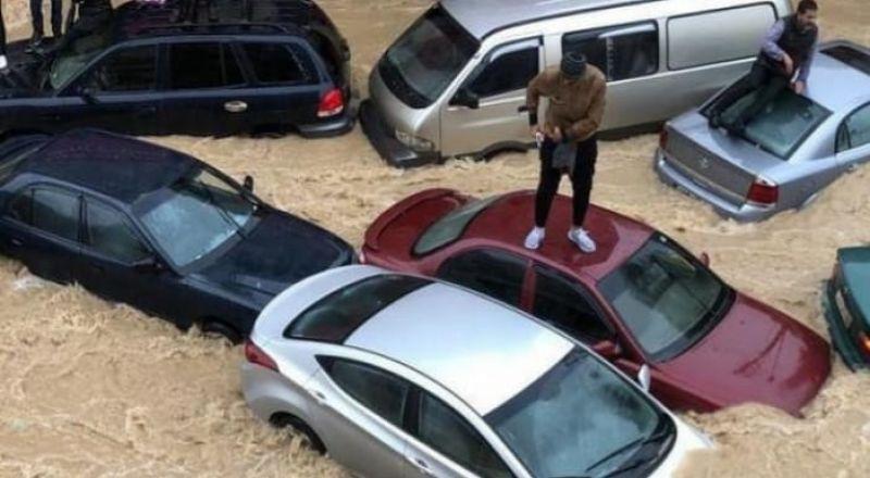 مياه الأمطار تجرف سيارات وتتسبب بأضرار كبيرة في منطقة القدس والضفة