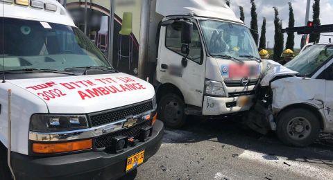 عكا: حادث بين شاحنة وسيارة خصوصية يسفر ع 7 اصابات