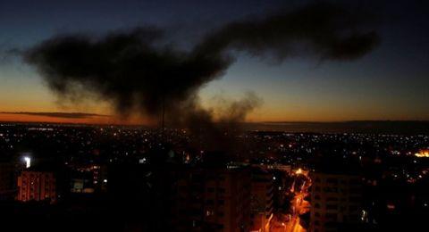 قصف على غزة وإطلاق صافرات الإنذار في