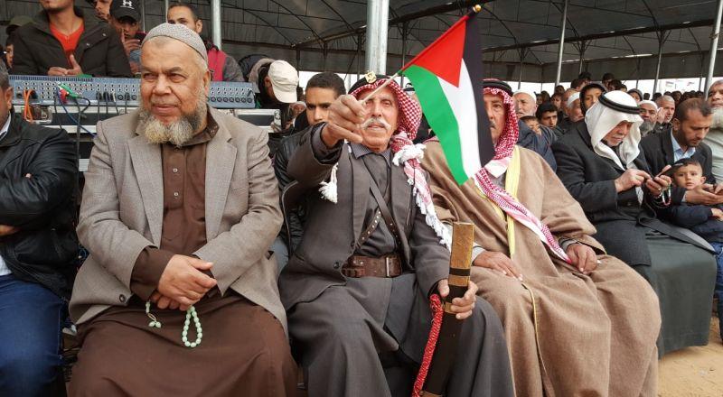 غزة: استشهاد فتى والآلاف يحتشدون بـ