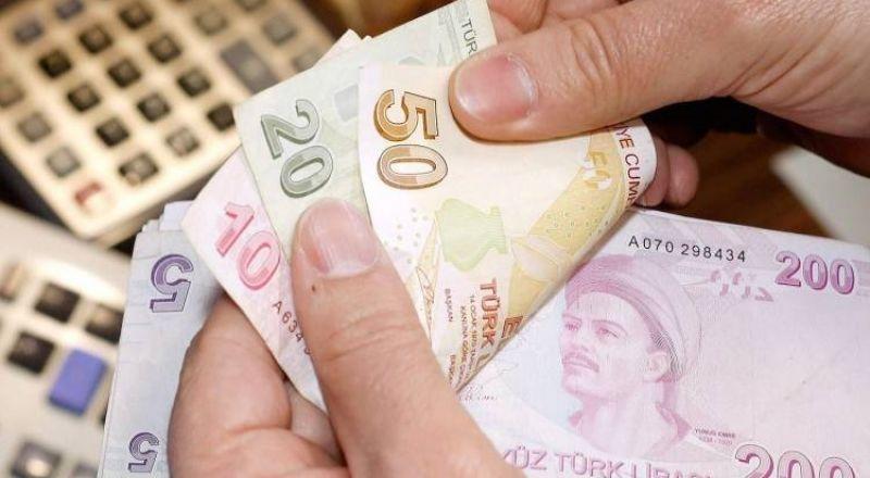 الليرة التركية تتهاوى في