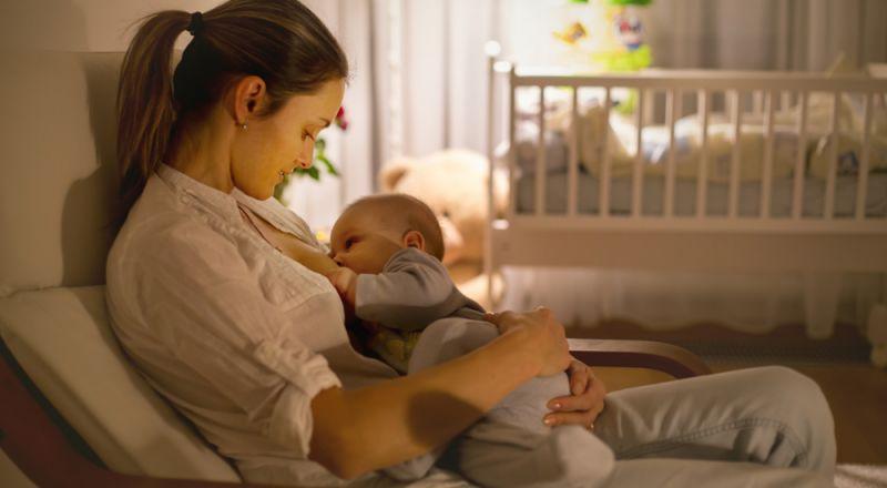 أطلبي وضع طفلك على جسمك فور أن يبصر النور لأنه ينقذك من هذه المشكلة الخطيرة!