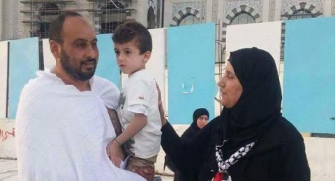 الطفل أحمد دوابشة يؤدي مناسك العمرة