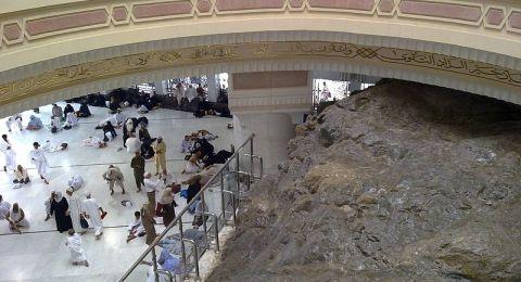 السعودية تؤكد استمرار تعليق العمرة والزيارة