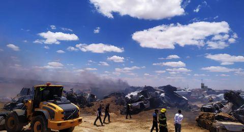 حريق هائل في مكب للنفايات قرب شارع 65 في وادي عارة