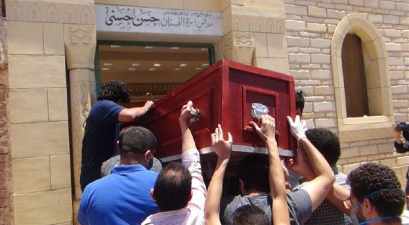 بالصور: تشييع جنازة حسن حسني بـ