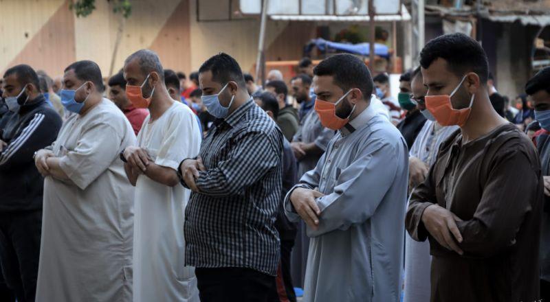 دون صلوات عيد والبيجامات! العالم الإسلامي يحتفل بعيد الفطر