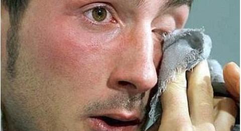 وفاة المدافع ميكي روكي بعد صراعه مع مرض السرطان