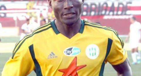 وفاة اللاعب الكاميروني إيبونسي بأحداث شغب في الدوري الجزائري