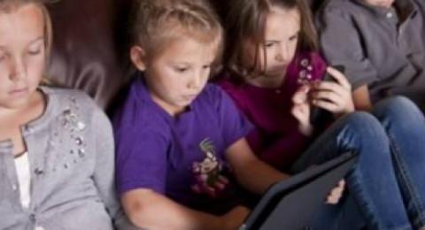 الاضرار التي تلحق بطفلك نتيجة الادمان على الهواتف الذكية