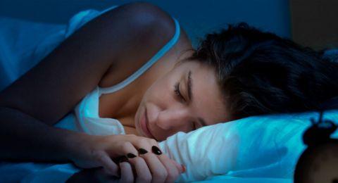 زوجتكَ تخلد إلى النوم مبكرًا.. اليكَ الاسباب!