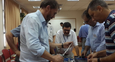 إجراء عملية جراحية مركبة لتطويل الساق والفخذ في المركز الطبي للجليل في نهاريا
