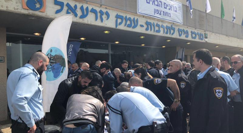حملة التبرع للطفل يوسف عفيفي مستمرة اليوم بنتسيرت عيليت، وبمشاركة عناصر الشرطة