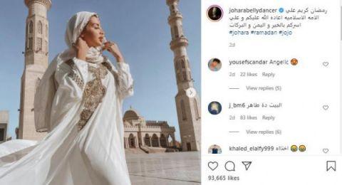 شاهد: راقصة تثير جدلا واسعا بصورها في أشهر مسجد مصري