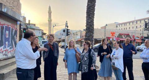 دبلوماسيون أوروبيّون يزورون مدينة يافا ويلتقون النائب أبو شحادة