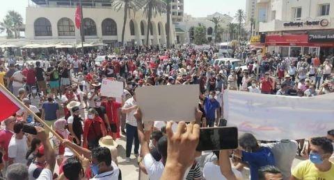 فرح واستنكار.. انقسام في تونس والرأي العام العربي إزاء قرارات الرئيس قيس سعيّد