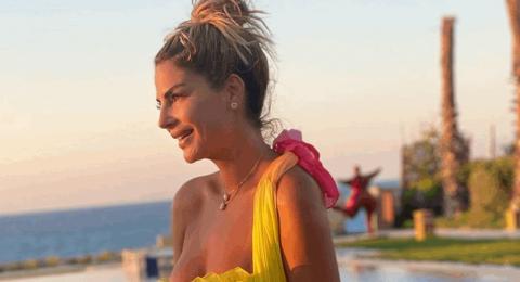 مُجدداً ملكة جمال لبنان السابقة تُثير الجدل بفستان أخضر مكشوف.. شاهدوا إطلالة ساندرا رزق