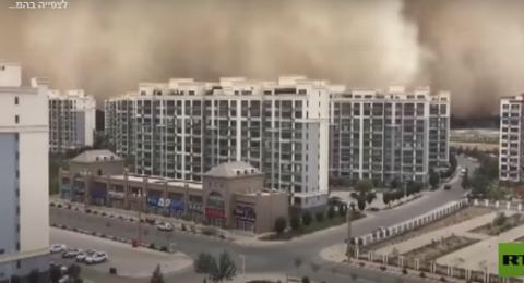 فيديو- عاصفة رملية هائلة تجتاح مناطق سكنية بشمال غرب الصين